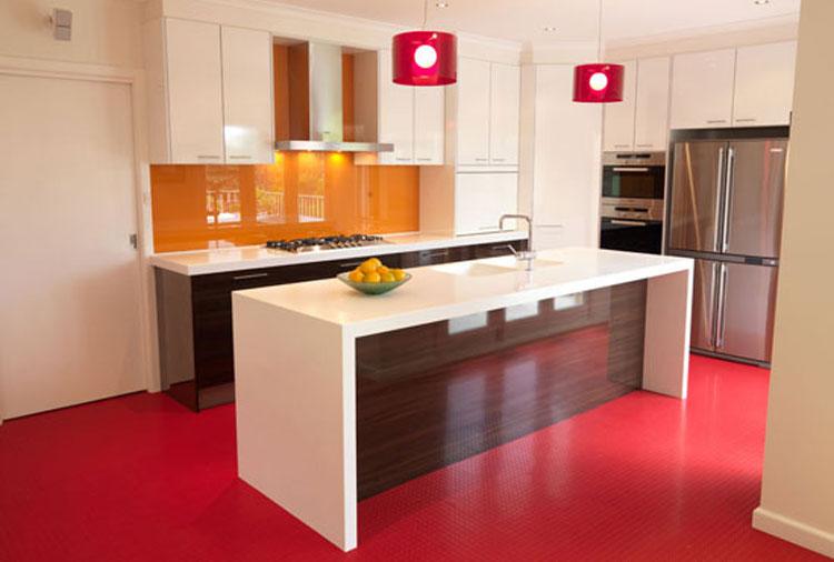 Однотонный линолеум в кухне