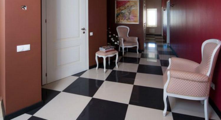 Плитка шахматы в коридоре