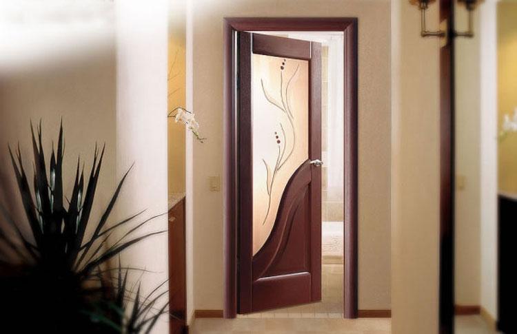Шпонированые двери с остеклением