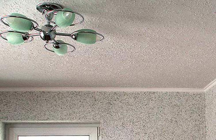 Однотонные жидкие обои на потолке