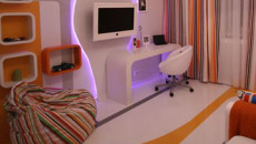 Наливной пол в интерьере комнаты